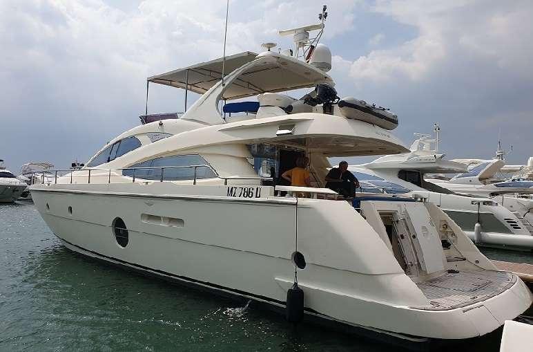 Aicon 64 Flybridge Motor Yacht