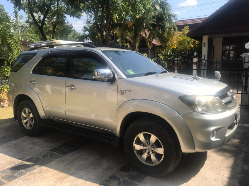 2005 Toyota Fortuner EXCELLENT Condition and LOW 85,563 miles!