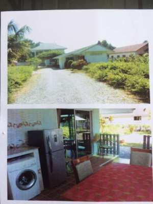 Two bedroom bungalow, quiet location to rent.