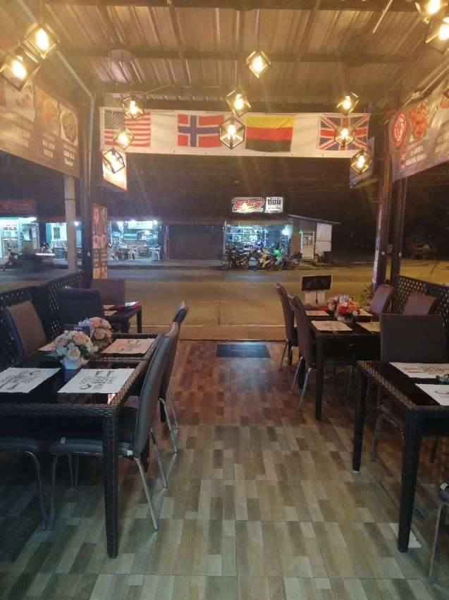 Profitable restaurant with a bar for sale