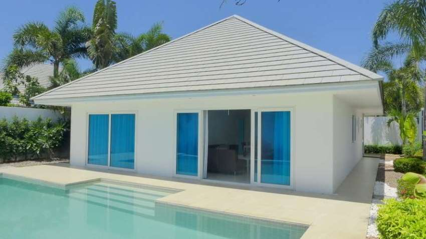 For Rent: chic 2 bed villa with large pool near lake, Pattaya