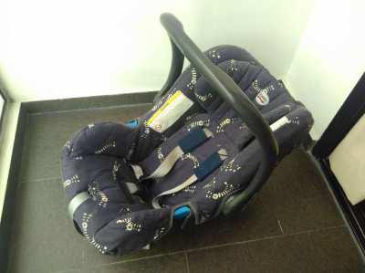 Britax Romer car seat (can be used in flight)