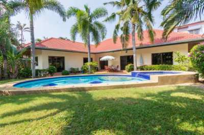 4 Bed Pool Villa, close to beaches and town