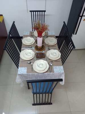 Excellent Condition 6 Seater Dinning Table set