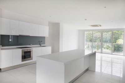 2 Bedrooms Condo For Sale in Pratumnak Pattaya Located