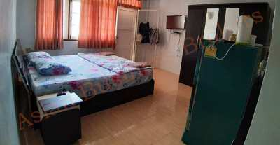 4304001 Bar and Guesthouse near Bus Station in Cha Am for Freehold