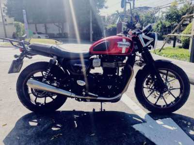 Triumph Street Twin 900cc. Nov 2017