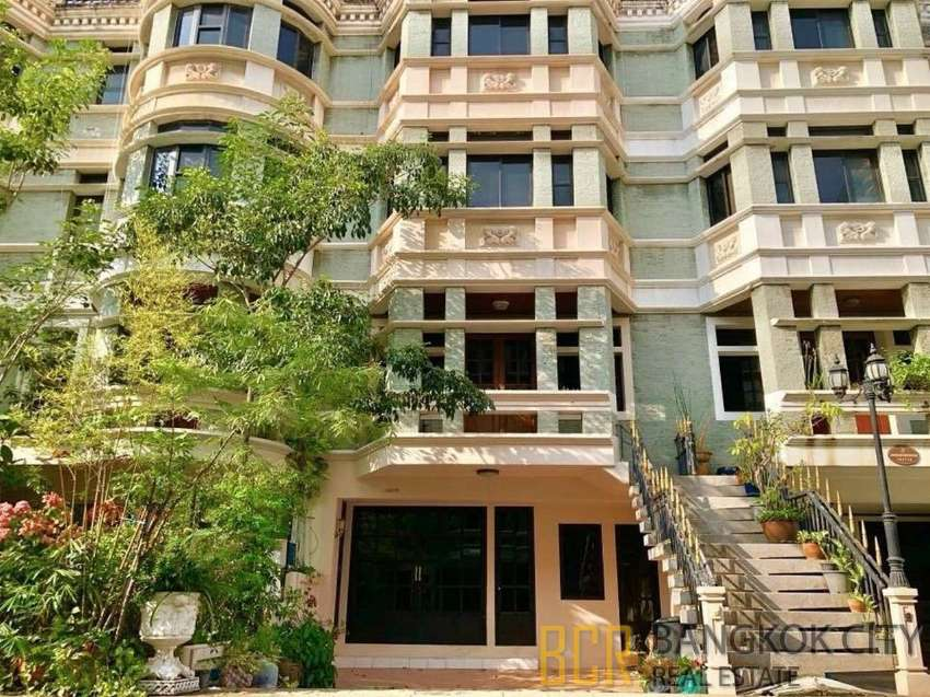 spacious 3 bedroom 4 storey townhouse in asoke for rent