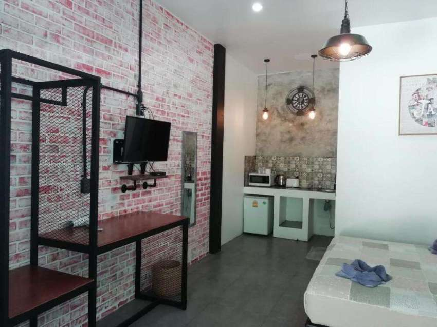 16 Rooms Boutique Hotel in Naiharn: Low key money