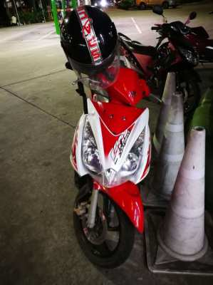 Suzuki 125i Skydrive + 29000 km box on back year 2009