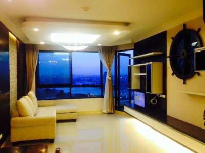 Spacious Riverside Condo with superb city and river views for rent