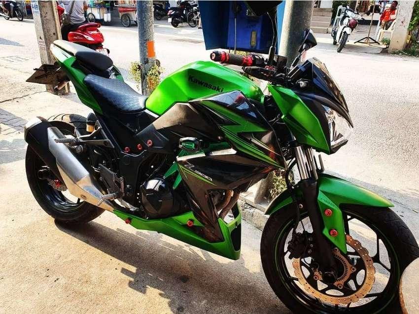 2015 Kawasaki Z300 abs like new, 11000 km, greenbook and 2 keys