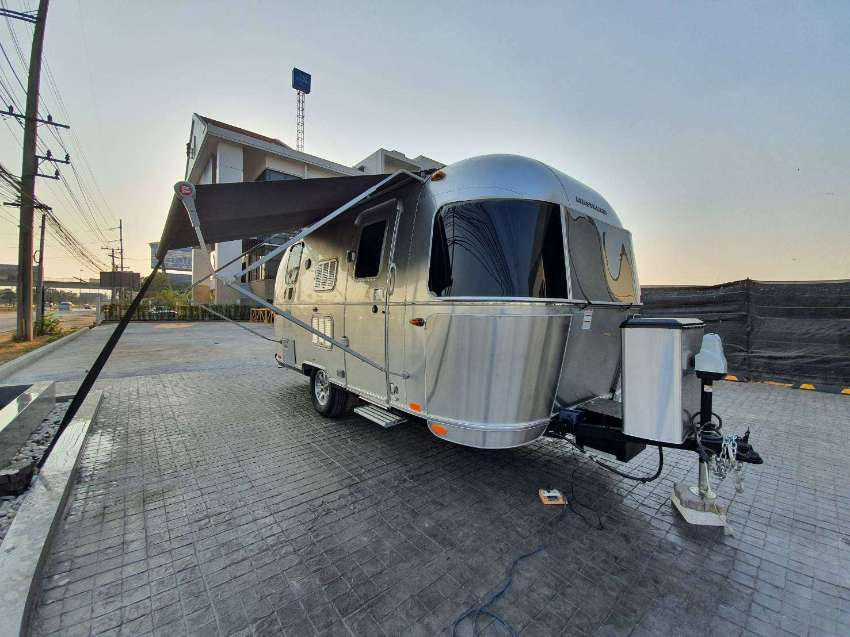 Brand new RV Airstream + Aluminium (COLD) + Bedroom+ Bathroom+ Livingr