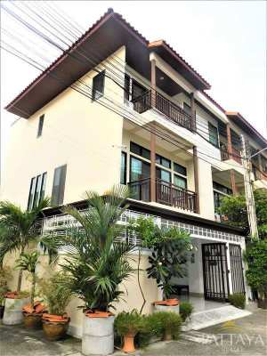 HS13783 - Town Home Central Pattaya  Owner Finance Purchase Terms!