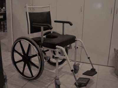 shower/comode wheelchair