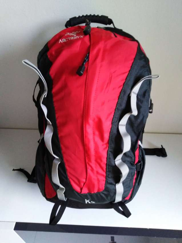 backpack ARCTERYX color red/black  300 bath ( incl raincover )