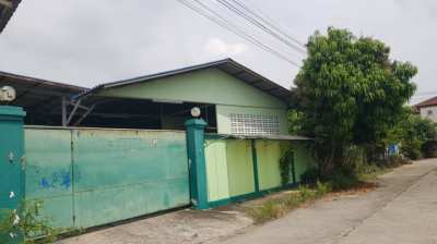 Factory sales !! With offices and rooms in front of Krathum Baen Hospital