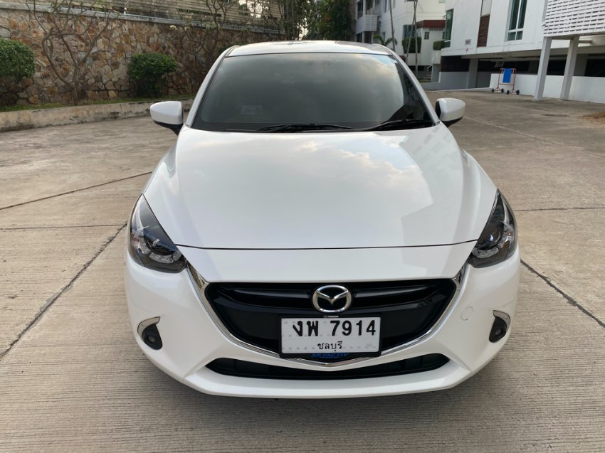 White Mazda 2 1.3 S Sedan Leather Seat and Apple Car Play