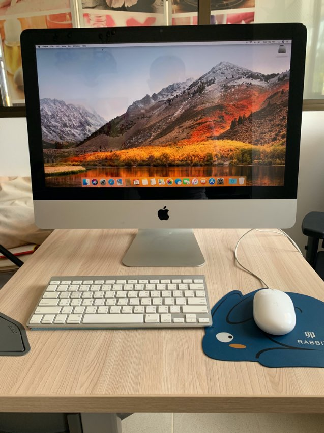 Apple iMAC, old but runs great, complete set & Timecapsule as well