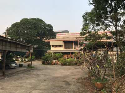 Land for Sale in Nonthaburi Right Next to MRT Skytrain.