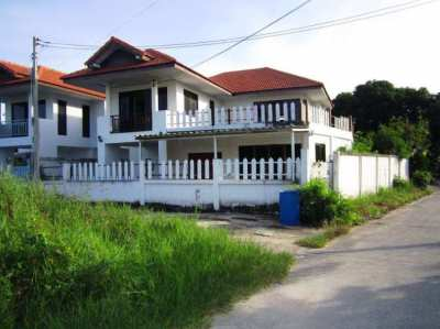 Pattaya 2.000 sqm land, 75 Rooms Project, 2 Houses