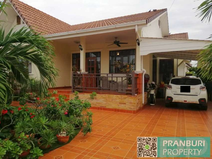 3 bed villa with communal pool 1.5km to beach
