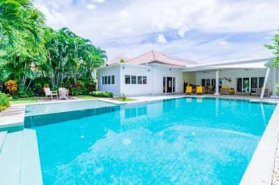 HOLIDAY HOME: Luxury 5 Bedroom Pool Villa!