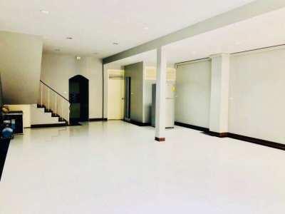 Sale/Rent Townhouse 2 floors 3 beds on Sukhumvit soi 22