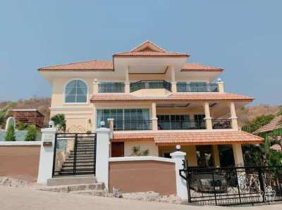 Amazing 5 bedroom, 3 and half storey pool mansion with stunning views