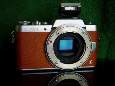 Panasonic GF7 Mirrorless Wi-Fi camera brown body in box