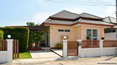 Modern 2 bedroom house close to Taphong market and the beach.