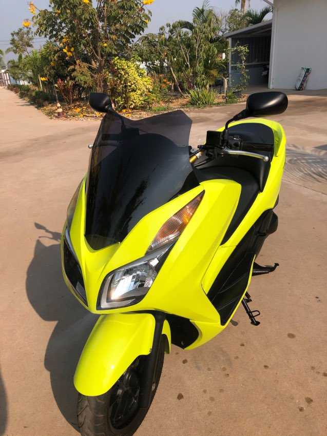HONDA FORZA 2015 - 12,300kms - great condition