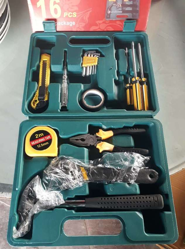 16 Piece Tool Set
