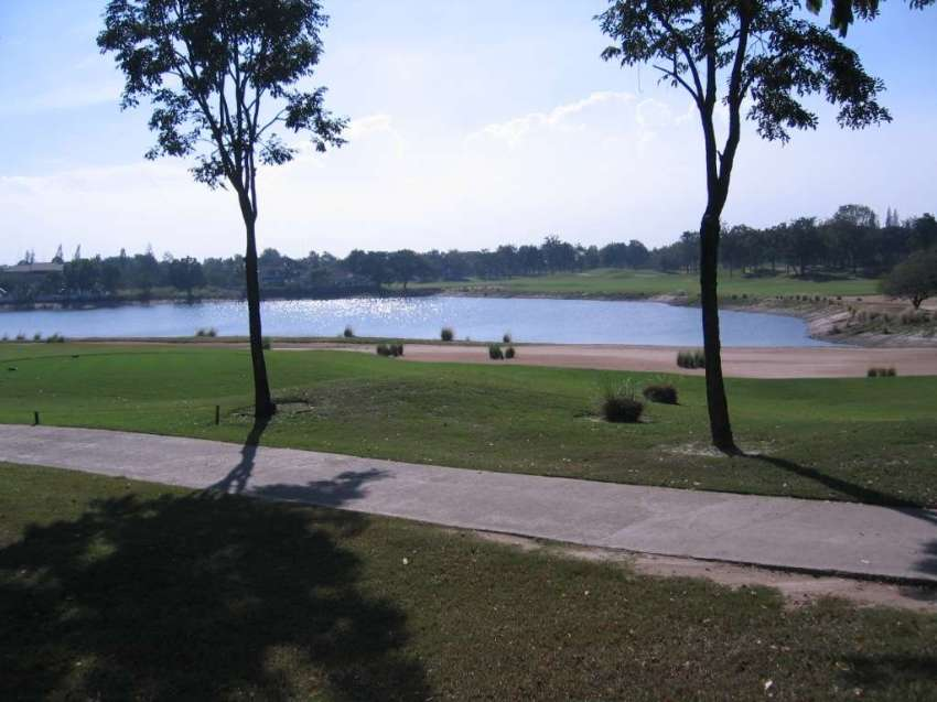 For sale by owner Lot on Springfield Royal Country Club in Cha-am / Hu