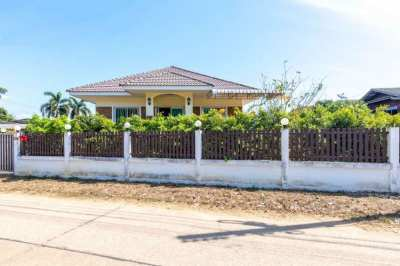 Laem Mae Phim: Nice house about 5 minutes from beach
