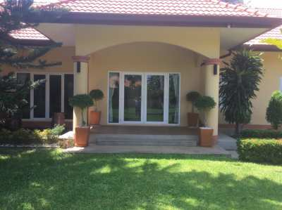 4 Bedroom 4 Bathroom House with Large Garden and Private Pool