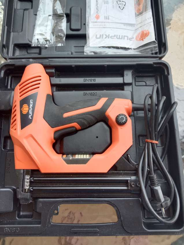 Electric nail gun, used once, excellent condition.