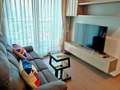 Modern 2-Bed Unit in a Full-Facility Condo Only Few Steps from BTS