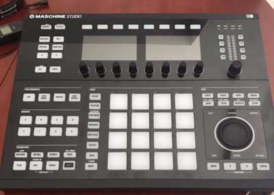 Native Instruments Maschine Studio Groove Production System - Black