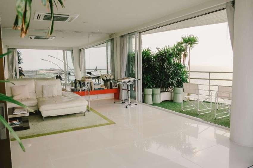 Pratumnak 235 Sqm Luxurious Beachfront Penthouse Sale