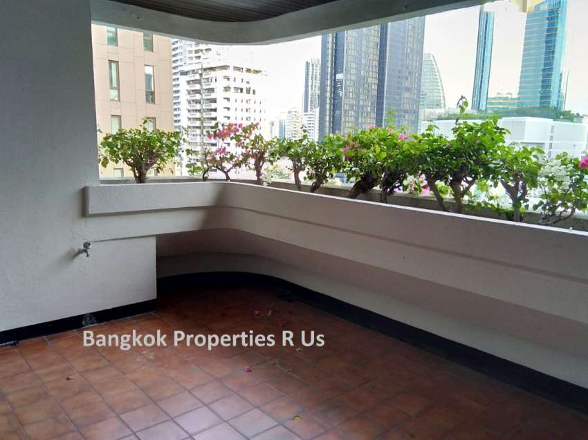 Good location 3 bedroom +maid room 2 big balcony For Rent Reduce price
