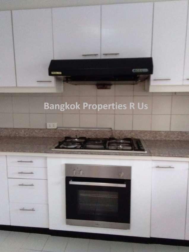 Good location 3 bedroom +maid room 2 big balcony For Rent Reduce price