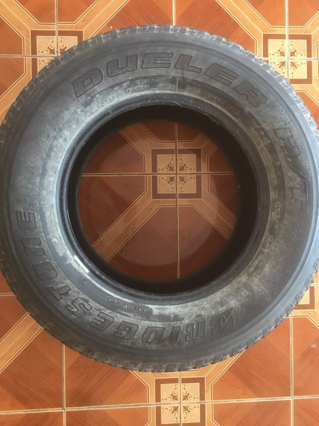 Tyre SUV Isuzu MU7, etcetera