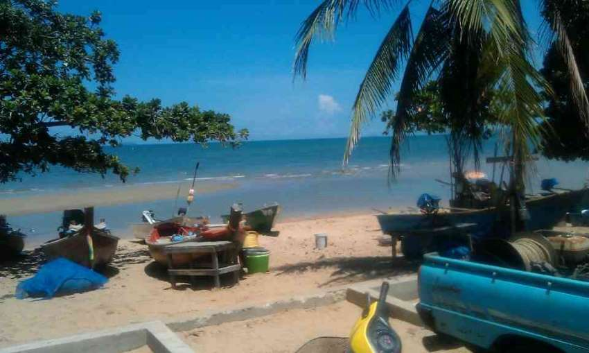 one shophouse rent 45.000B , at the beach Jomtien , 3 sea view rooms!!
