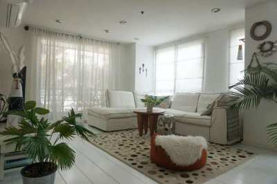 DESIGNERS 3 BEDROOM DUPLEX PENTHOUSE FOR SALE PHROM PHONG
