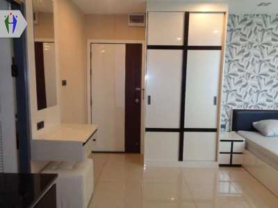 Room for Rent 5,000 baht Big Syudio, close to Sukhumvit Road.