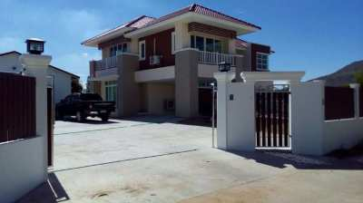 Large Modern Home 4 bed, Swimming Pool and Large Land REDUCED to 9.5MB