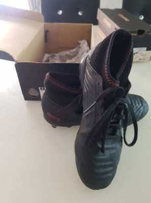 Rarly used Black Adidas Predator footballs boots, Kids size US2½/FR 34