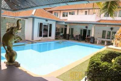 Renovated 4 Bedroom Pool Villa near a Lake in Pattaya for Sale