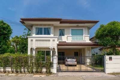 Home 85 Sq.w., Corner House with Residential Garden Access, Near MRT